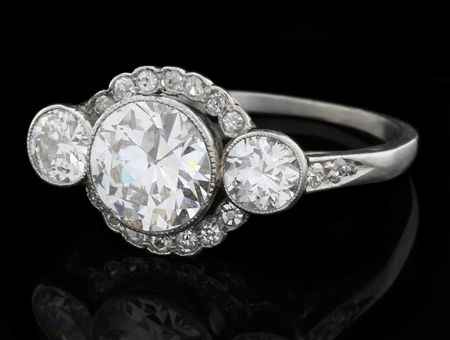 Antique engagement ring in platinum from Edwardian Period with transitional cut diamonds