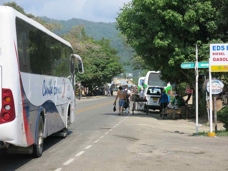 Da Palomino a Cartagena passando per Santa Marta. La mattina lasciamo Palomino, prendiamo un bus per Santa Marta dove cambiamo e arriviamo a Cartagena.