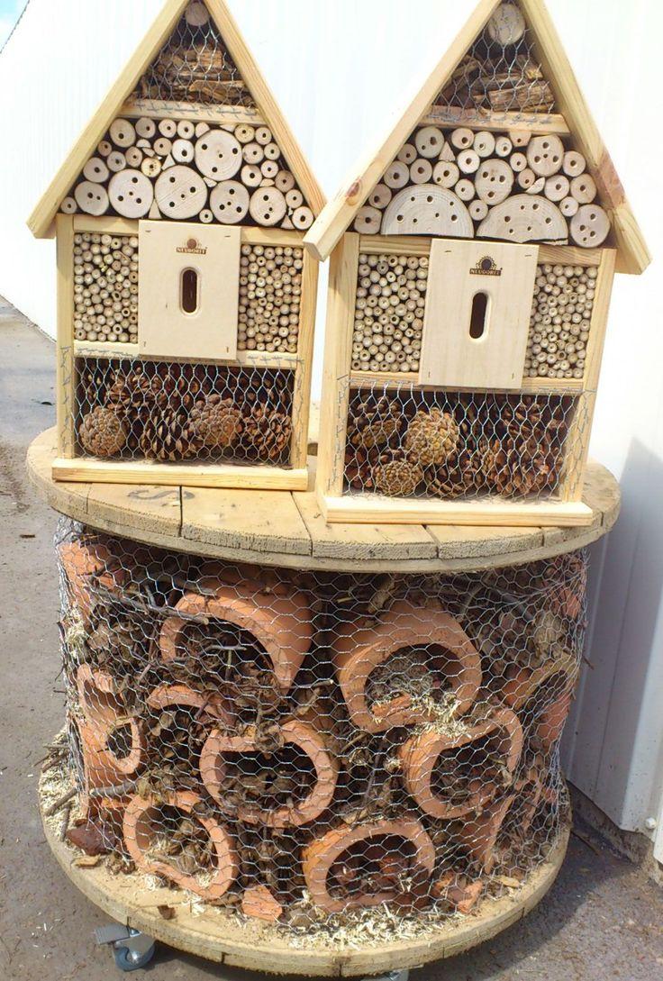 21 best nos plus beaux hotels insectes images on pinterest gardens bug hotel and garden. Black Bedroom Furniture Sets. Home Design Ideas