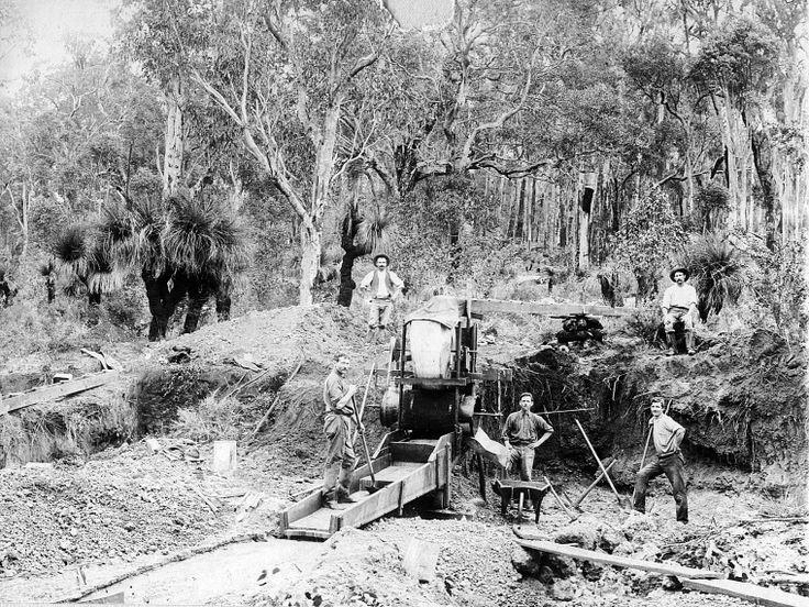 Tin mining, Greenbushes, ca 1905 http://encore.slwa.wa.gov.au/iii/encore/record/C__Rb3298257?lang=eng