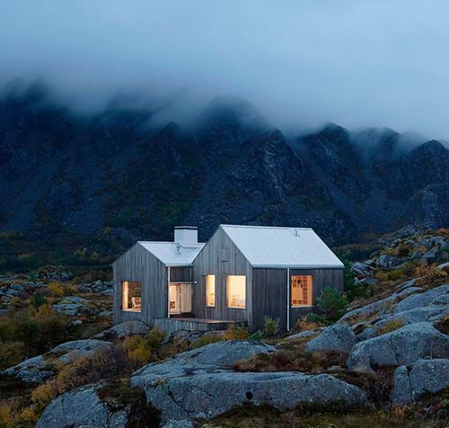 northernmoments: How perfect is this cabin? By architects Erik Kolman Janouch and Victor Boye Julebäk #poler #polerstuff #campvibes