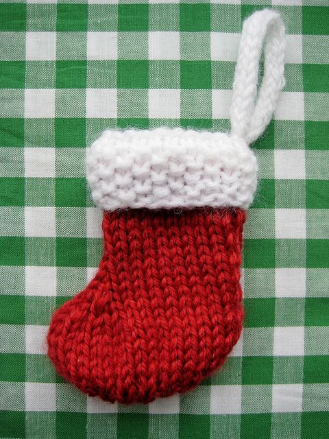 DIY Little Christmas Stocking Ornament - FREE Knitting Pattern / Tutorial
