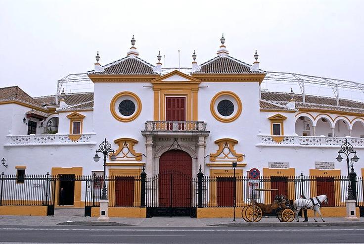 Esto es La Maestranza de Sevilla. Hoy arranca la feria de Abril. ¿Qué creéis que ocurrirá?