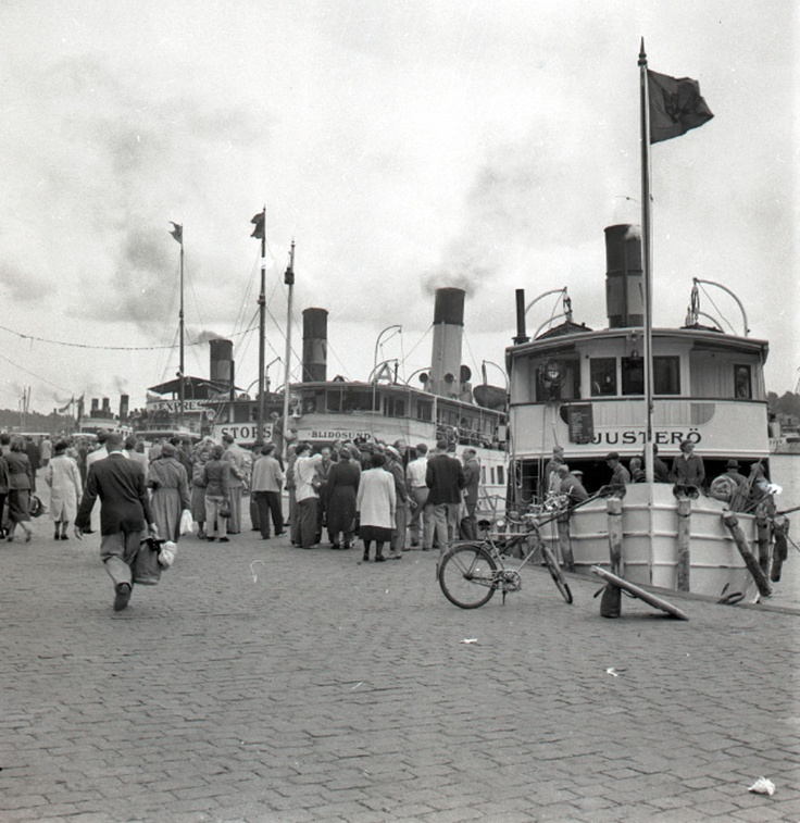 Lördagsrusning till skärgårdsbåtarna vid Strandvägen | Spårvägsmuseet