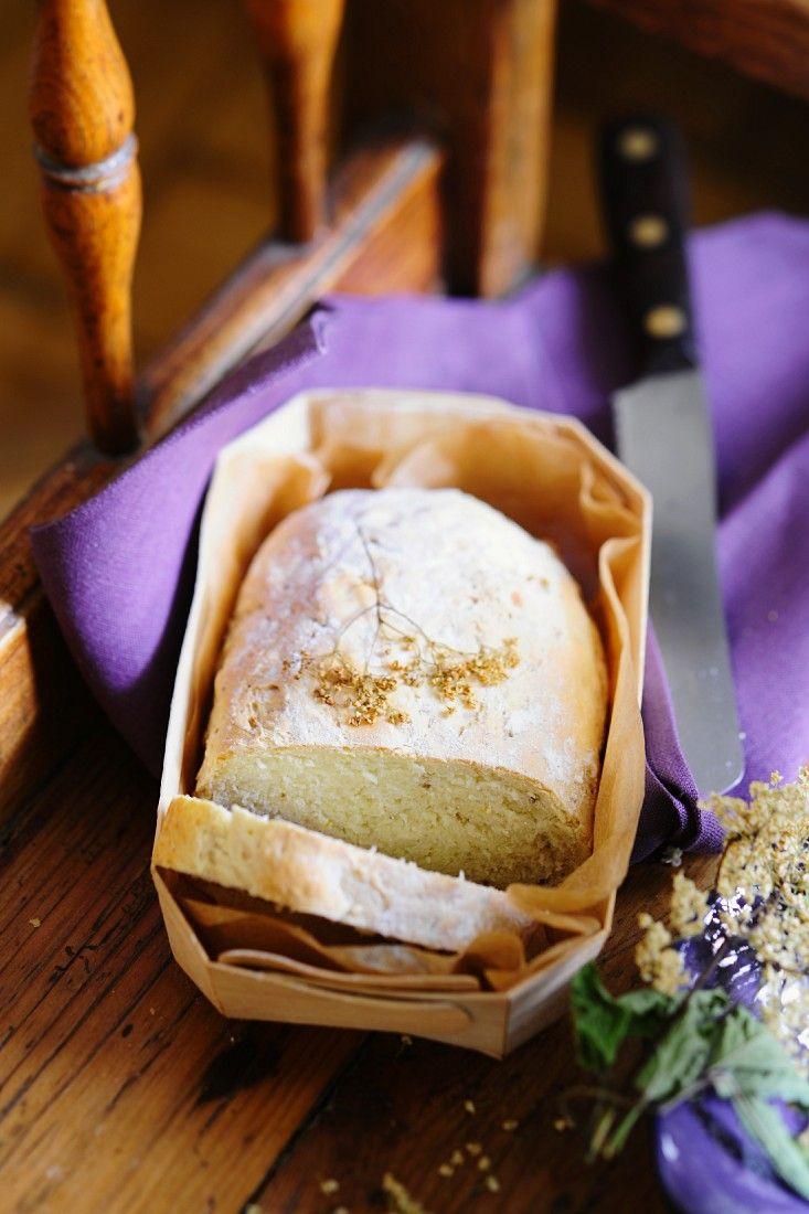 Brot mit Holunder | http://eatsmarter.de/rezepte/brot-mit-holunder