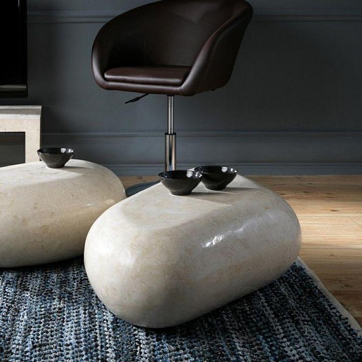 table basse en pierre naturelle blanche en forme de galet dans le salon zen