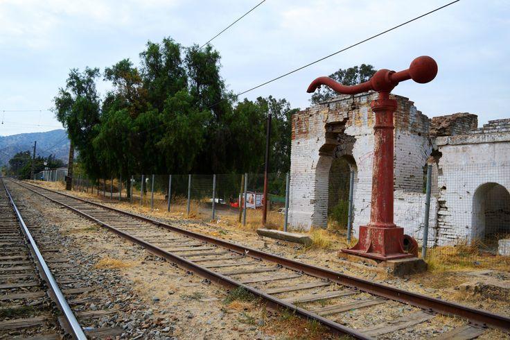 https://flic.kr/p/Ushrmy | Tiltil003 | Abandonado Antiguo Grifo de agua para Máquina a Vapor, Estación de Ferrocarril de Tiltil, Ciudad de Tiltil, Región Metropolitana, Santiago, Chile. D5300.