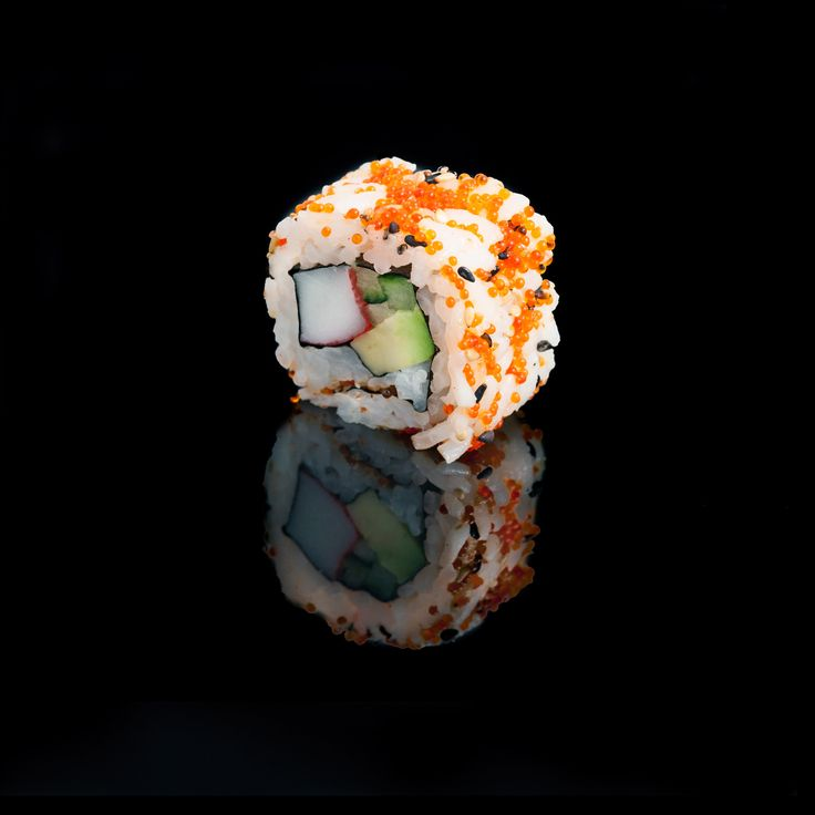 California / surimi crab, avocado, cucumber, sesame & tobiko