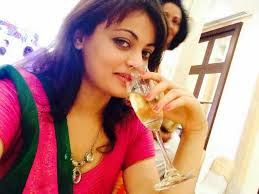 http://telugulocalnews.com/recent/hot-sneha-ullal-caught-to-cam-while-drinking-alcohol/