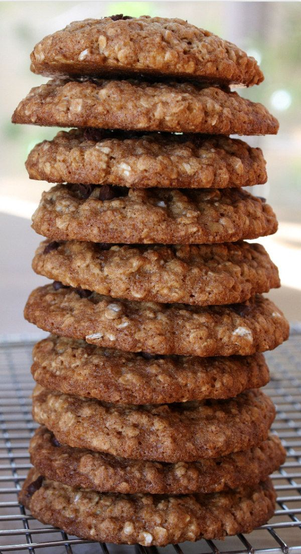 Low Fat Chocolate Chip Oatmeal Cookies