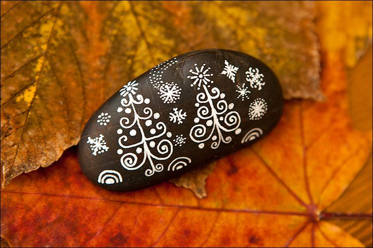 This natural Christmas stone was painted to bring you happiness when you have it.  You can also give it as a gift from the deep of your heart.  I create every stone as a different and unique peace of art so there are no two identical stones painted by me.    The stone has been painted with white ink and covered with varnish (waterproof).  Pebble is signed on the back by the artist