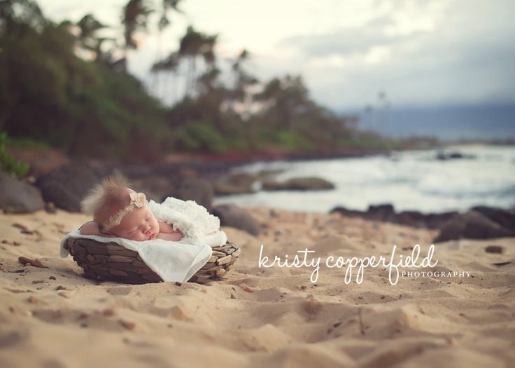 gorgeous newborn photo on the beach in Maui