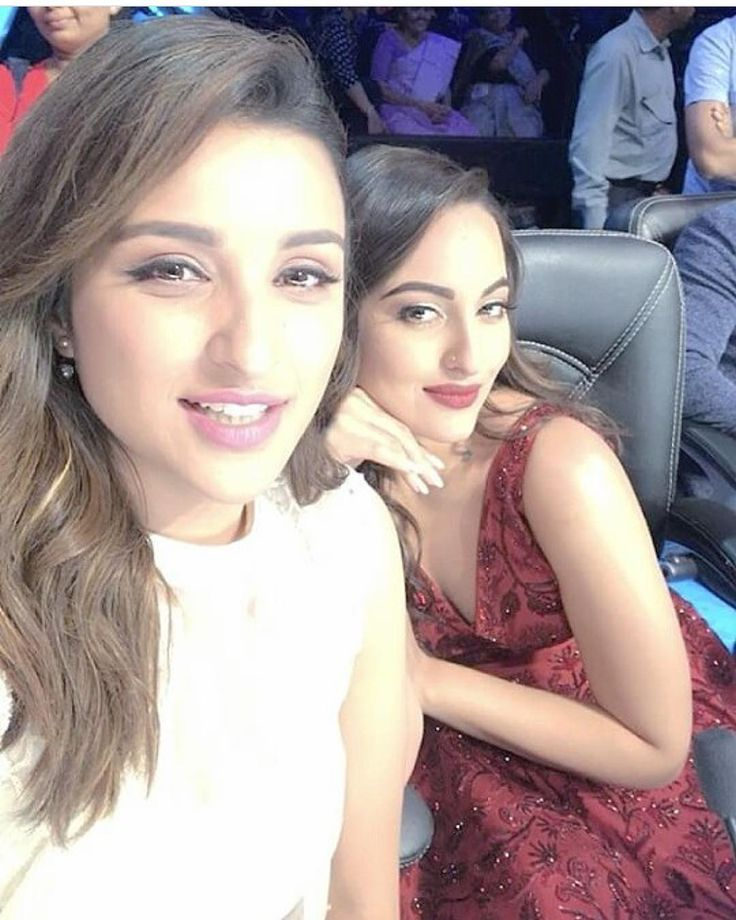 """The beautiful Sonakshi Sinha poses with Parineeti Chopra in a selfie on the sets of Nach Baliye.…"""