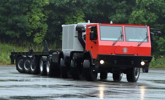 2015 Tatra T815-7 790R74 16x8 (1,2,4,5)   12ti válcový motor Caterpillar C-32 o objemu 32 litrů s výkonem 839 kW / 1 132 koní a krouticím momentem 5143 Nm