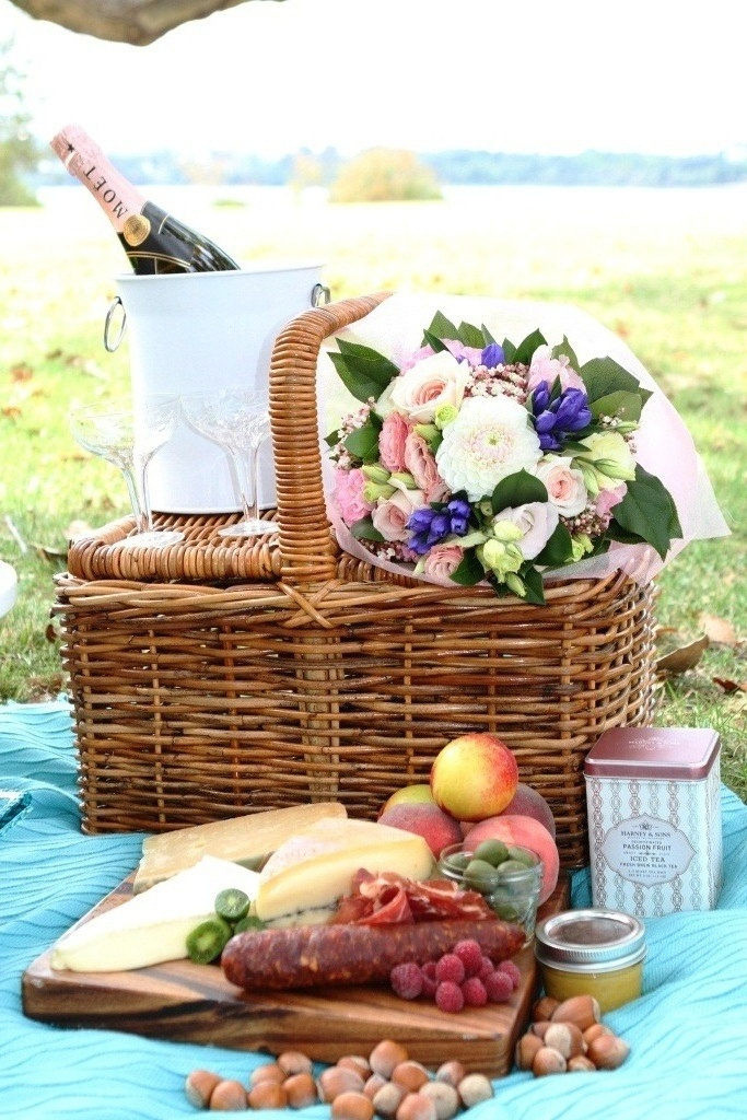 We had so much fun putting together this romantic wedding picnic today... What a perfect day to wed!