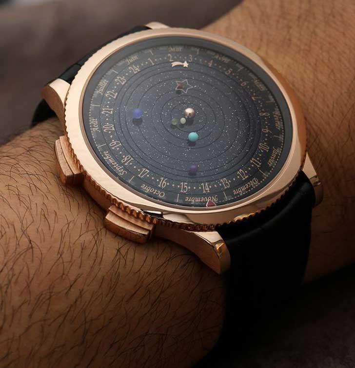 reloj con horas, mes y la formación de los planetas