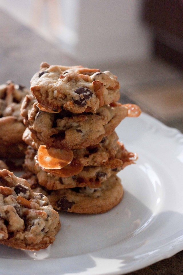 PRETZEL CHOCOLATE CHIP COOKIES WITH A CARAMEL SURPRISE