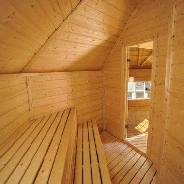 Unsere Sauna-Hütten und Cabins erhalten Sie in verschiedenen Grössen und Ausführungen. Wählen Sie zuerst die Grösse und Ausführung. die Heizart (Elektro- oder Holzheizung) sowie Optionen ( Fenster, Türart, Rückenlehne, Zubehör) und Aussenfarbe. TIPP: Wählen Sie unsere Sauna-Grill Kombi-Hütte. Vorne sitzen und grillieren - hinten gemütlich saunieren - Wellness pur ! Alle Details in unserer ausführlichen PREISLISTE . Kontaktieren Sie uns für Aufstellungshinweise und Masszeichnungen.