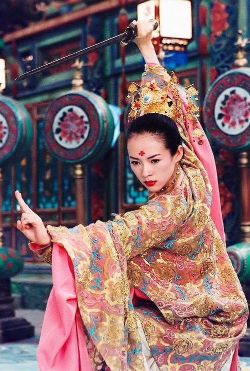 """Zhang Ziyi en la pelicula """"LaCasa de las Dagas Voladoras"""" (2004)."""