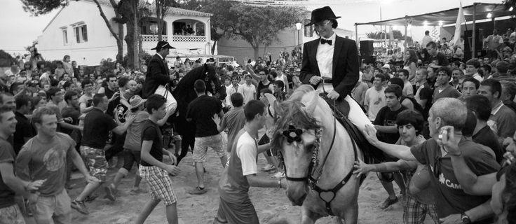 """Fiesta """"El Jaleo"""" #Menorca #IslasBaleares #dosmaletas http://www.dosmaletas.com/2013/08/menorca-calas-y-playas.html"""