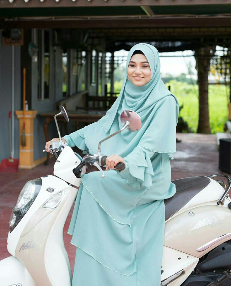 Now...here's a mint blue hijab and outfit @muslimahexclusive