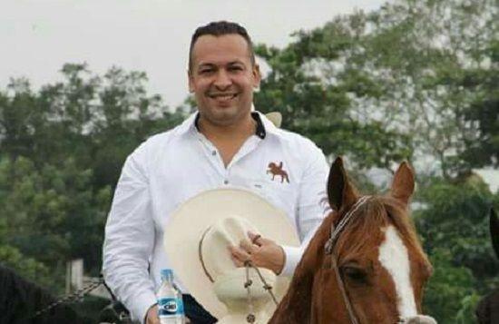 De mendigo a rey, Raúl Hernández en Tihuatlán. - http://www.esnoticiaveracruz.com/%e2%80%8bde-mendigo-a-rey-raul-hernandez-en-tihuatlan/