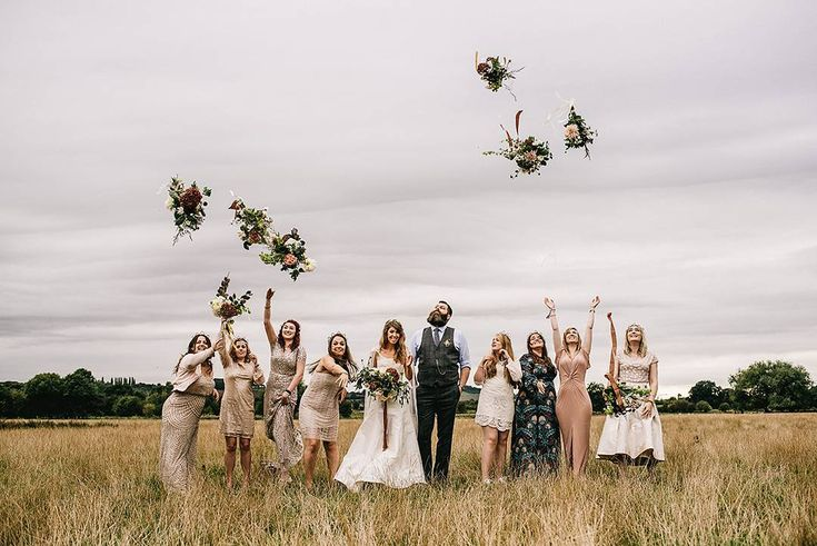 Love this take on the bouquet toss 🙊 See more from this festival inspired wedding on @rockmywedding right now 💕 Image by @alextentersphotography #weddingideas #weddingparty #rmw #rockmywedding #rmwrealwedding #yourdayyourway #bouquet #bouquettoss #weddingphotography #weddingphotographers #festivalwedding #rusticwedding #wedfest #athomewedding #tipilove #tipiwedding