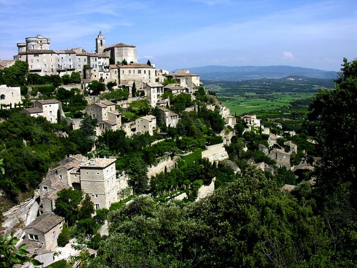 Gordes is a mountain village n commune in de Luberon area in de Vaucluse département in Provence-Alpes-Côte d'Azur_ France