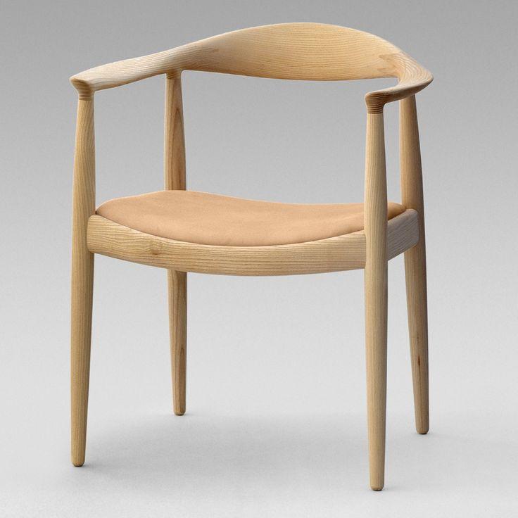 """Design Hans J. Wegner, 1949. Chaise Icône ou """"La ronde"""", une de ses créations les plus célèbres et l'un des meubles les plus connus du Danemark. D'abord remarquée par le magazine Américain Interiors en 1950, elle obtient une reconnaissance à l'international lorsque, 10 ans + tard, John F. Kennedy la choisit pour le premier débat télévisé en direct, l'opposant à Richard Nixon. Plus de 70 millions de téléspectateurs américains découvrirent alors cette chaise danoise, qu'ils surnommèrent The…"""
