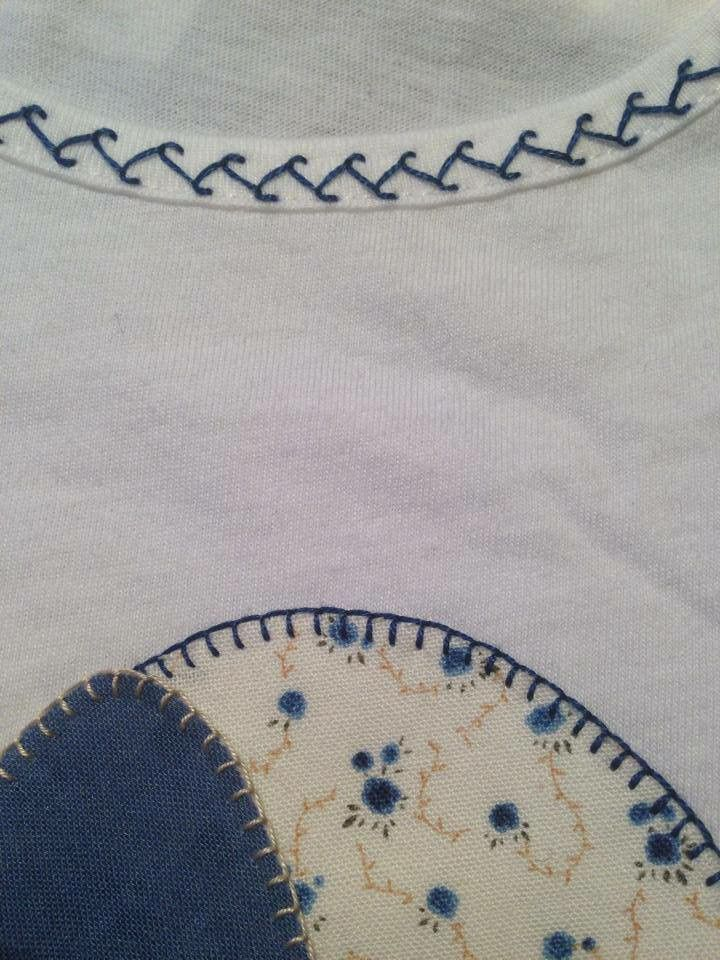 Motivos bordados en camiseta