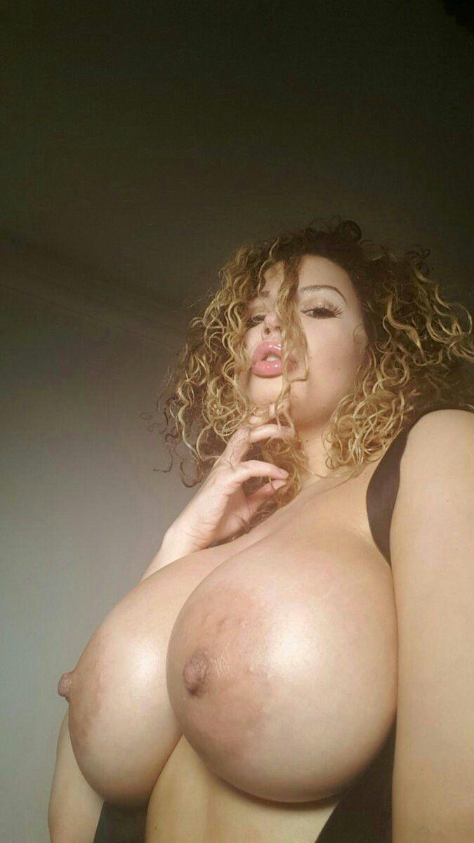 Aruwba naked