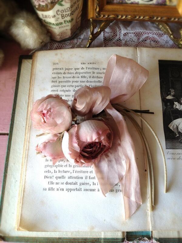 シルクで作った薔薇ブーケのヘアピン。一番大きな薔薇で直径約4〜4.5cmです。
