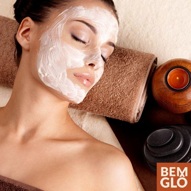A indústria de cosméticos produz diversos produtos para a pele, que podem ser muito prejudiciais à saúde.  Vem saber por que e como fazer um detox de beleza! Aproveite para conhecer a loja virtual da Gloria Pires! . #momentobemglo #atitudebemglo #bemglo #maquiagem #detoxdebeleza #sustentabilidade