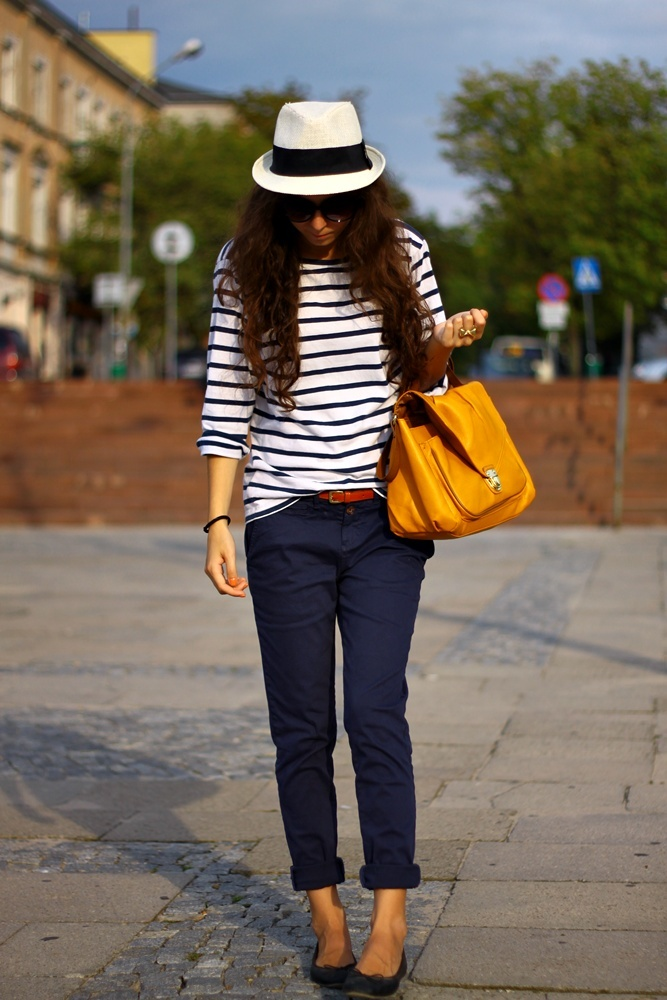 stripes and H yellow bag
