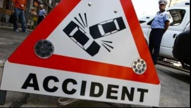 Un grav accident rutier s-a petrecut, marti dimineata, in zona Aparatorii Patriei in apropierea depoului IMGB, dupa ce un autoturism Logan a intrat in plin intr-o masina a Politiei care apartine de Se