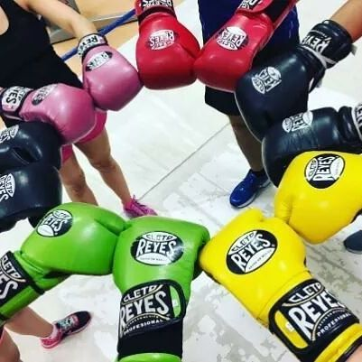 Powerful colors! Literally...#colors #power #fight #gloves #boxing #cletoreyes #training #inlove #photography #trainhard #motivation #sport #gym #champions