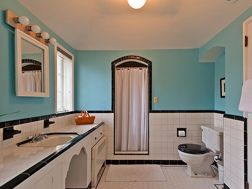Time capsule bathroom that inspired Dave's bathroom remodel — this house had FIVE PASTEL BATHROOMS! Photo courtesy of Real Estate Agent Susan Cassidy