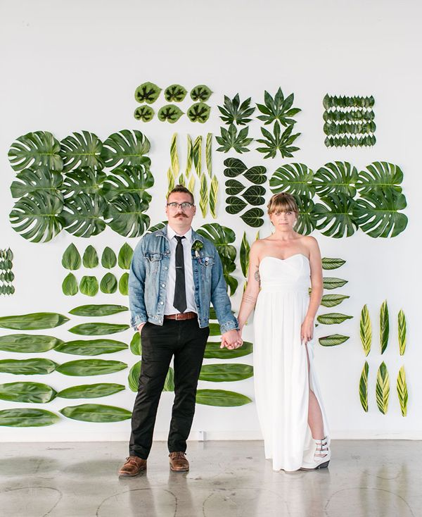 white and green wedding with tropical leaves - photo by Jessica Lynne Photography http://ruffledblog.com/modern-los-angeles-wedding-shoot-with-greenery