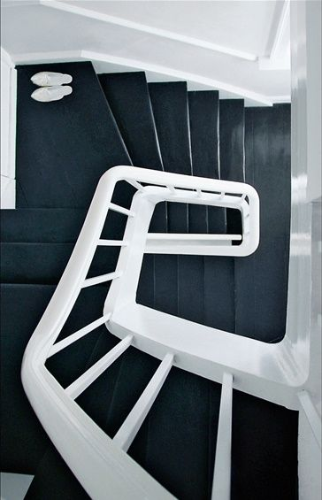 ★ black and white stairway love!