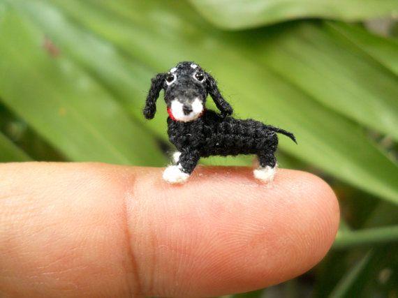 Micro Mini teckel, zwart-wit - miniatuur haakwerk Amigurumi hond spullen dier - Made To Order