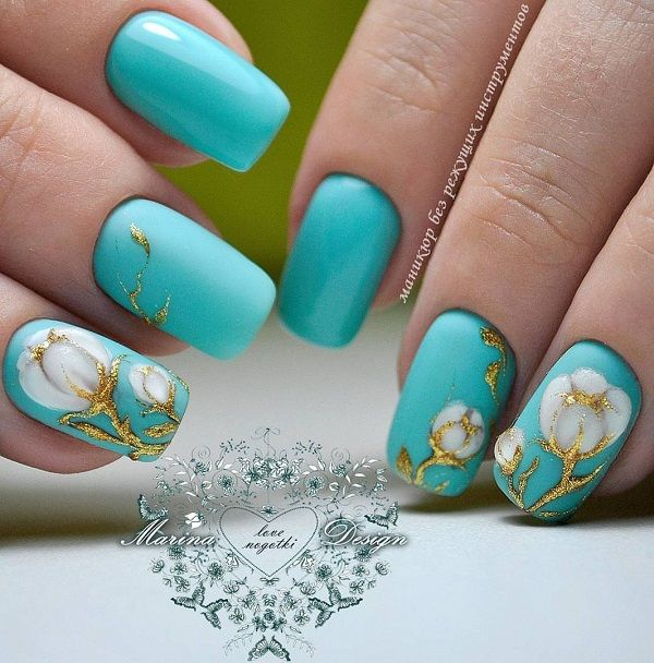 Beautiful Summer Holiday Nail Art with the Spark of Gold. Whether you are going to the beach party or having fun party at your farm house, this gold sparkly touch on blue floral nails is perfect for every occasion.