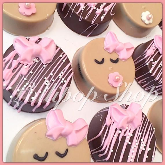 This listing is for 12 babygirl inspired double stuffed chocolate covered oreos. You will receive 6 baby oreos and 6 chocolate oreos with pink drizzle and accent bow. Babyboy theme is available as well. Colors can be customized upon request. Each oreo is individually packaged in a crisp cello bag with coordinating ribbon. ****Pictures shown are actual pictures of the item you will receive. Everything pictured is handmade in our shop**** ~Placing Your Order~ All items are made to order…