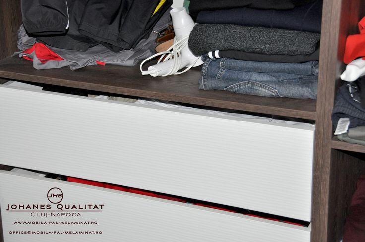 DRESSINGURI Mobila dressing, Johanes Qualitat Cluj, PAL melaminat, mobila Cluj, mobila personalizata Cluj, mobila la comanda Cluj, mobila bucatarie Cluj, mobila personalizata, producator mobila Cluj, producatori mobila cluj, mobila la comanda, mobilier in serie, dressing, dressinguri, dresing, dresinguri, garderob, garderoba, debara, vestiar, dulap, pat, paturi, noptiera, suport tv, dulapuri, raft, rafturi, masa, mese, masuta, masute, blaturi, proiectare, proiectare 3D, montaj, laminat