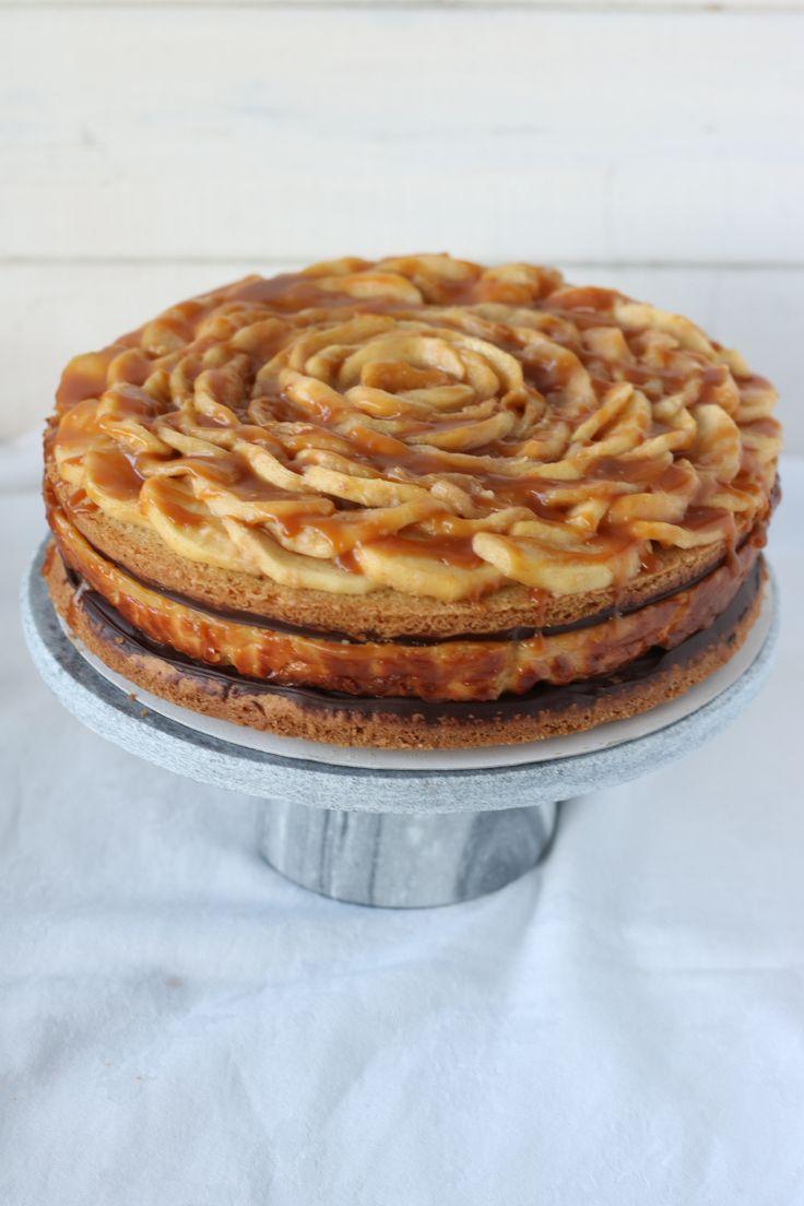 Daar is hij dan! Het recept voor de appel caramel cheesecake die ik bakte voor de eerste ronde van de Koffietijd Bakwedstrijd en ik ben door naar de volgende ronde! En oh oh oh, wat is deze taart l…