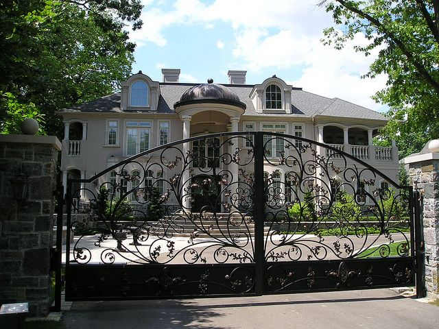 Typical gated mansion on blythe road mississauga ontario for Dream homes ontario