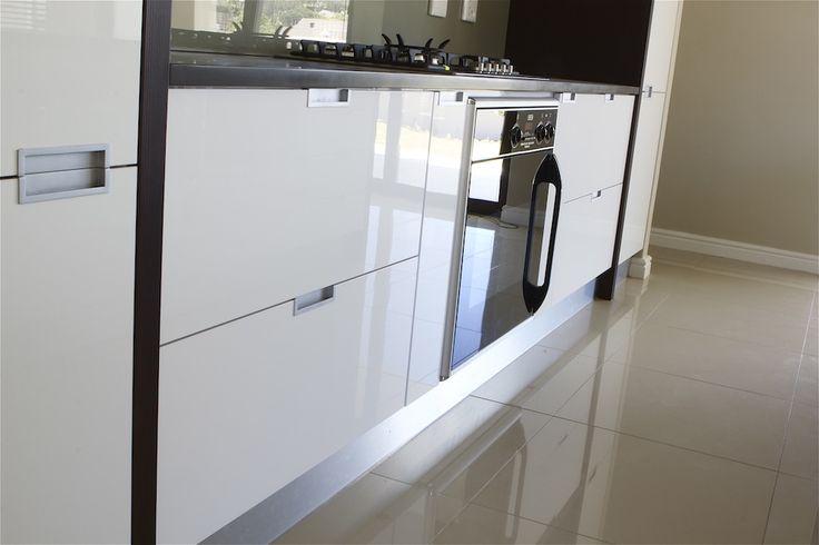 Sleek, white kitchen #Kitchen #SCD www.supdoor.co.za