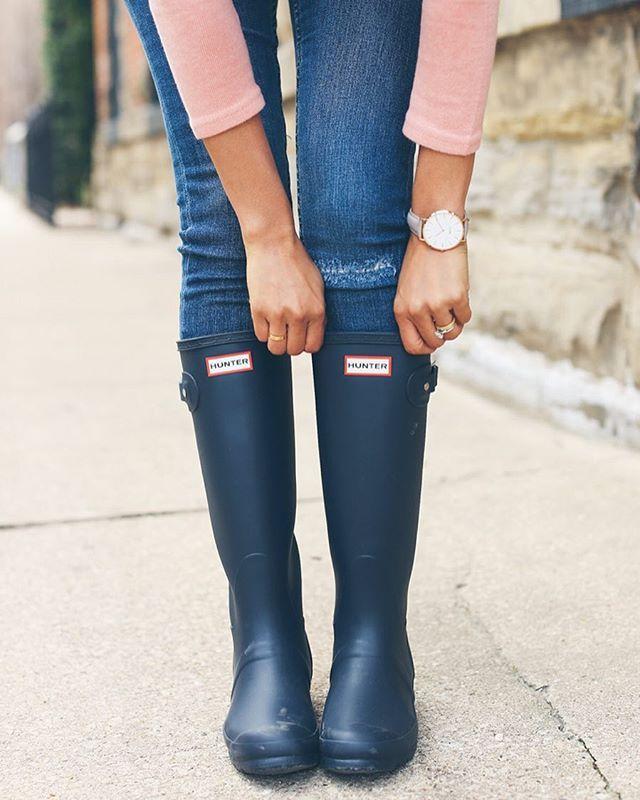 Rainy day essentials ☔️ | #hunterboots #streetstyle #rainboots #boots #ss16
