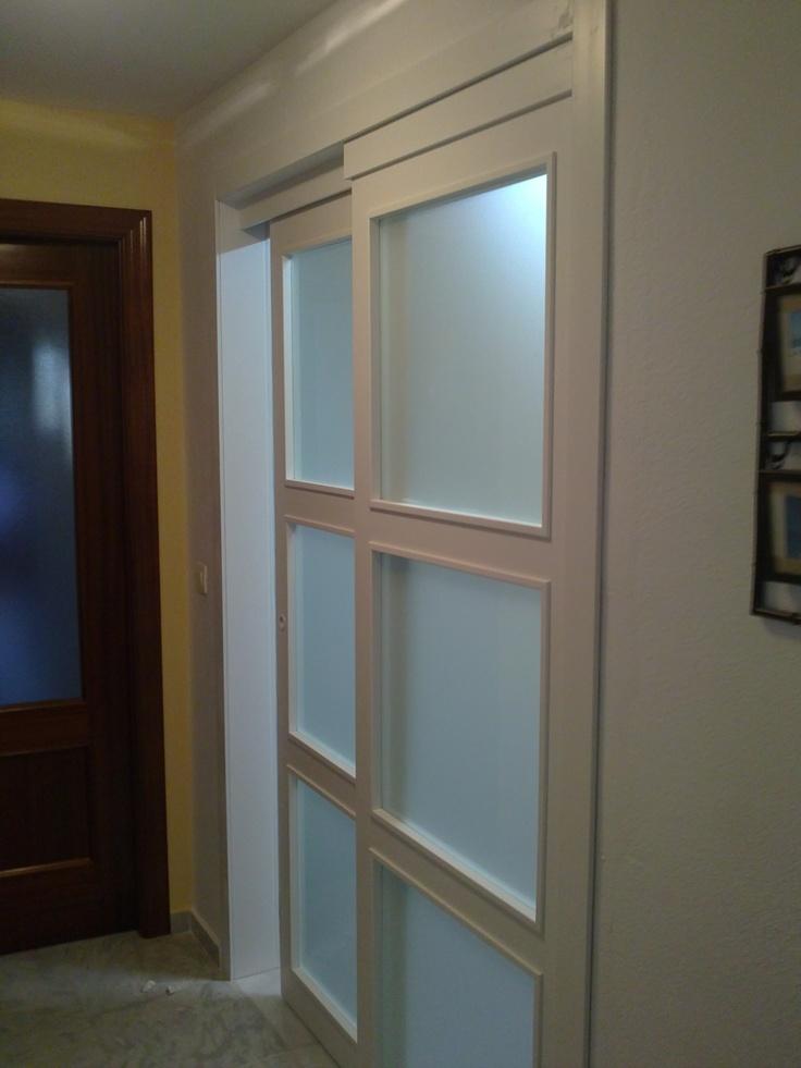 Puerta corredera sobre puerta fija lacado blanco - Vidrieras para puertas ...
