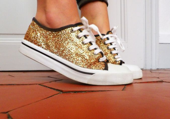 Pimp your shoes! super easy DIY #discoshoes #glitter #paillettes