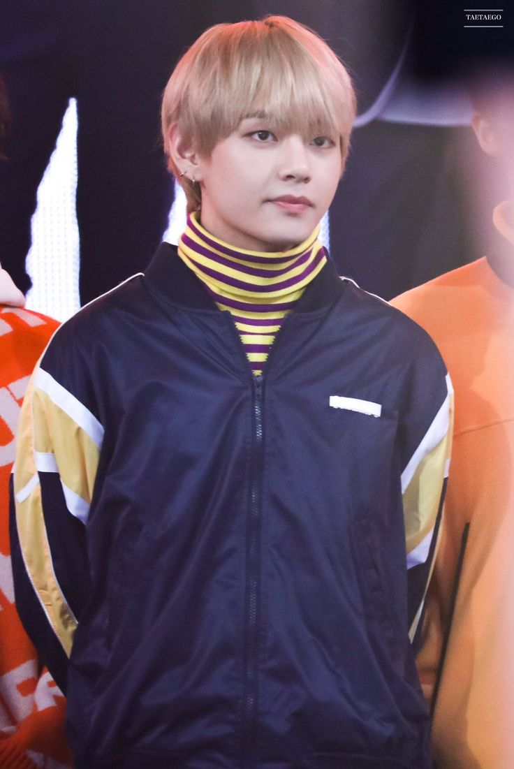 BTS's V/KIM TAEHYUNG from GOGO - MBC Music Festival Countdown Night 2017.12.31— his hair color look like blonde grey.